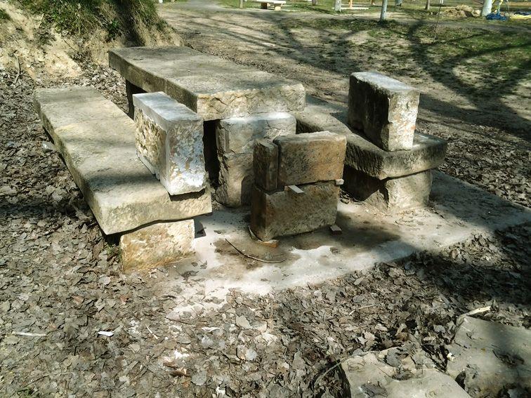 Reparación banco de piedra