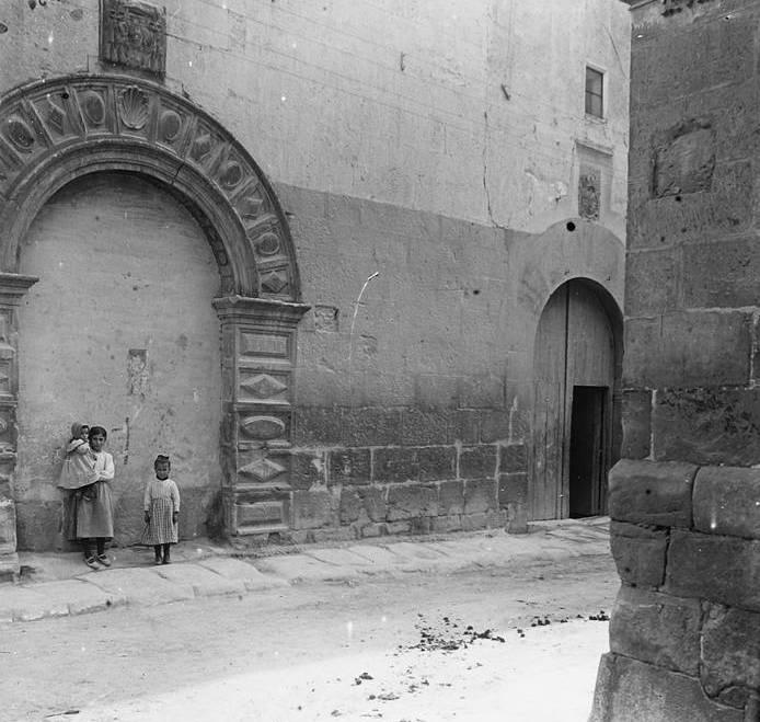 Façana_del_convent_de_Sant_Agustí_(cropped)